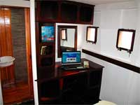 Seadoors Liveaboard deluxe cabin and Bathroom